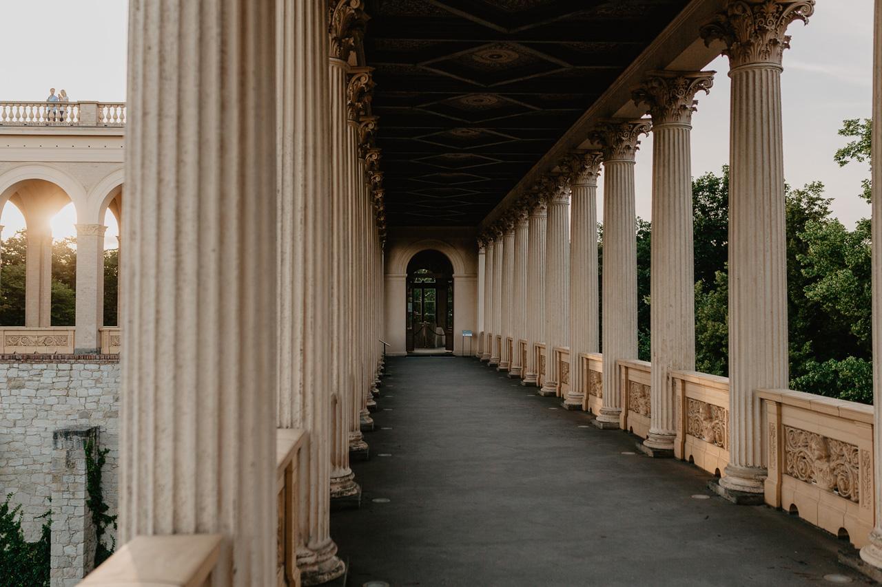 Säulengang im Belvedere Pfingstberg mit Blick auf das Maurische Kabinett Hochzeit Trauung
