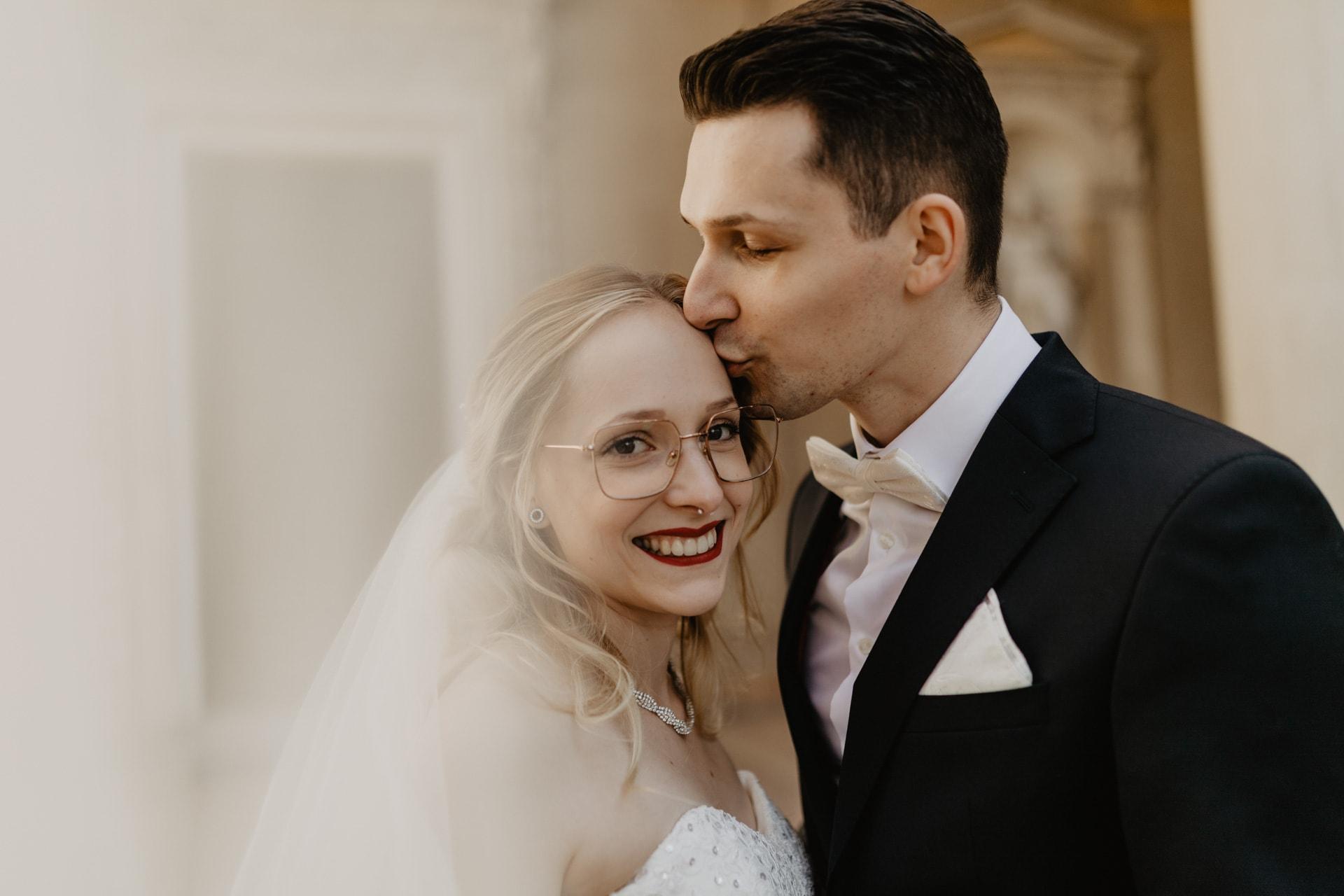 Hochzeitsfotos von Brautpaar im Orangerieschloss in Potsdam
