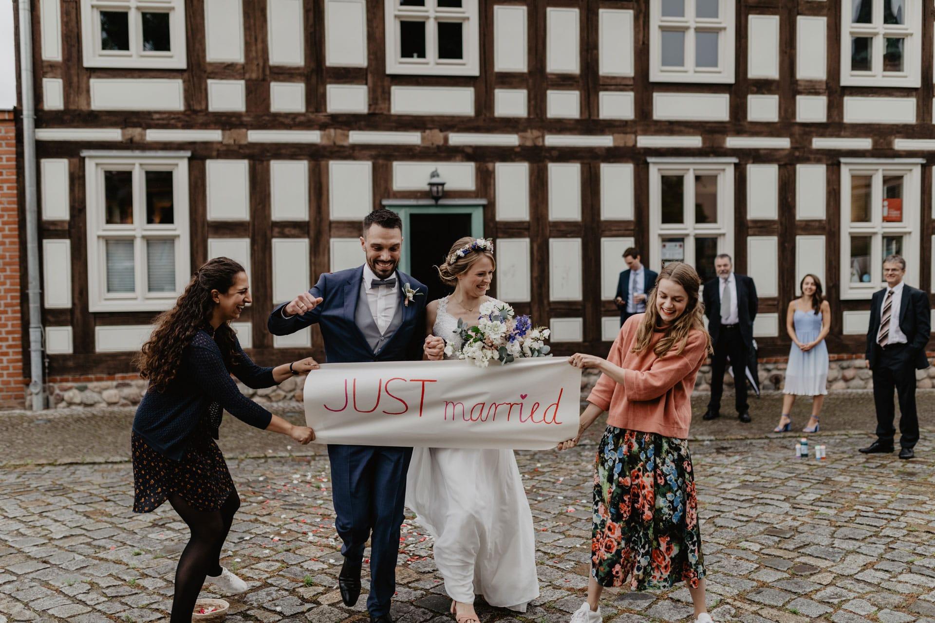 Hochzeitsfotos vor dem Standesamt Biesenthal